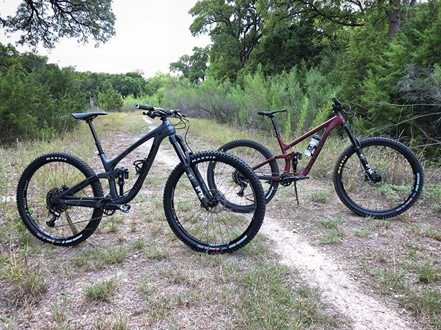 New bike day for us🤘🏽 Which color would you chose? Gunmetal Grey or Pinot Nior Red 🤔 #transitionbikes #transitionsentinel #transitionsentinelcarbon
